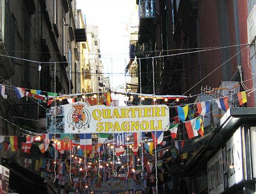Napoli -scorcio salita quartieri spagnoli