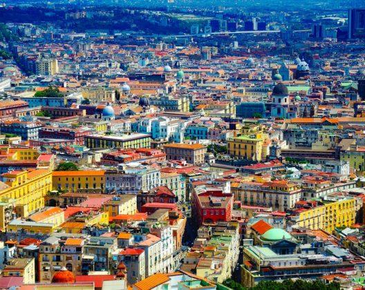 In tour: ecco alcune delle piazze più belle e strategiche per girare Napoli!